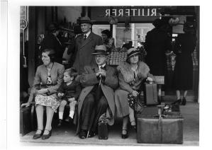 victiorabusstatiolonden_1939_©wolfsuschitzky